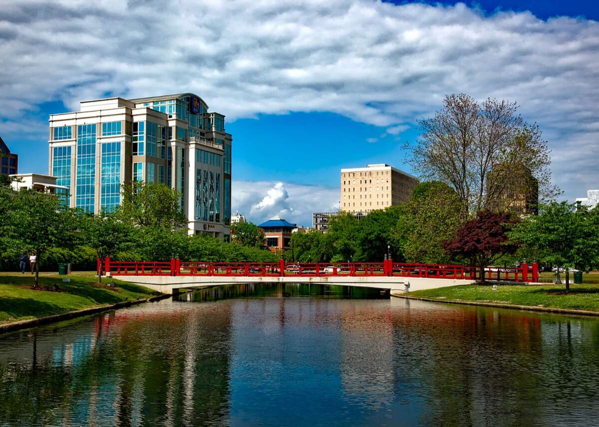 Population: 417,593 Typical home value: $203,242 According to the analysis, home values in Huntsville increased 11.5% compared to last year. Over the next year, they are expected to grow 5%.