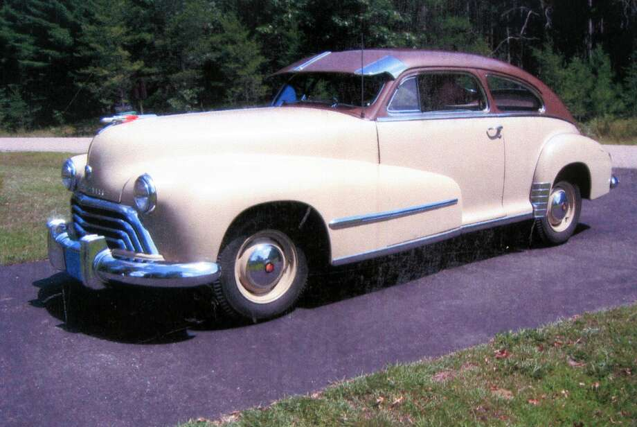 Oldsmobile built 15,071 models like Otis Larson's. They all weighed 3,285 pounds and rode on a 119-inch wheelbase. The 6.00-by-16-inch U.S. Royal tires support the car. Photo: Motor Matters