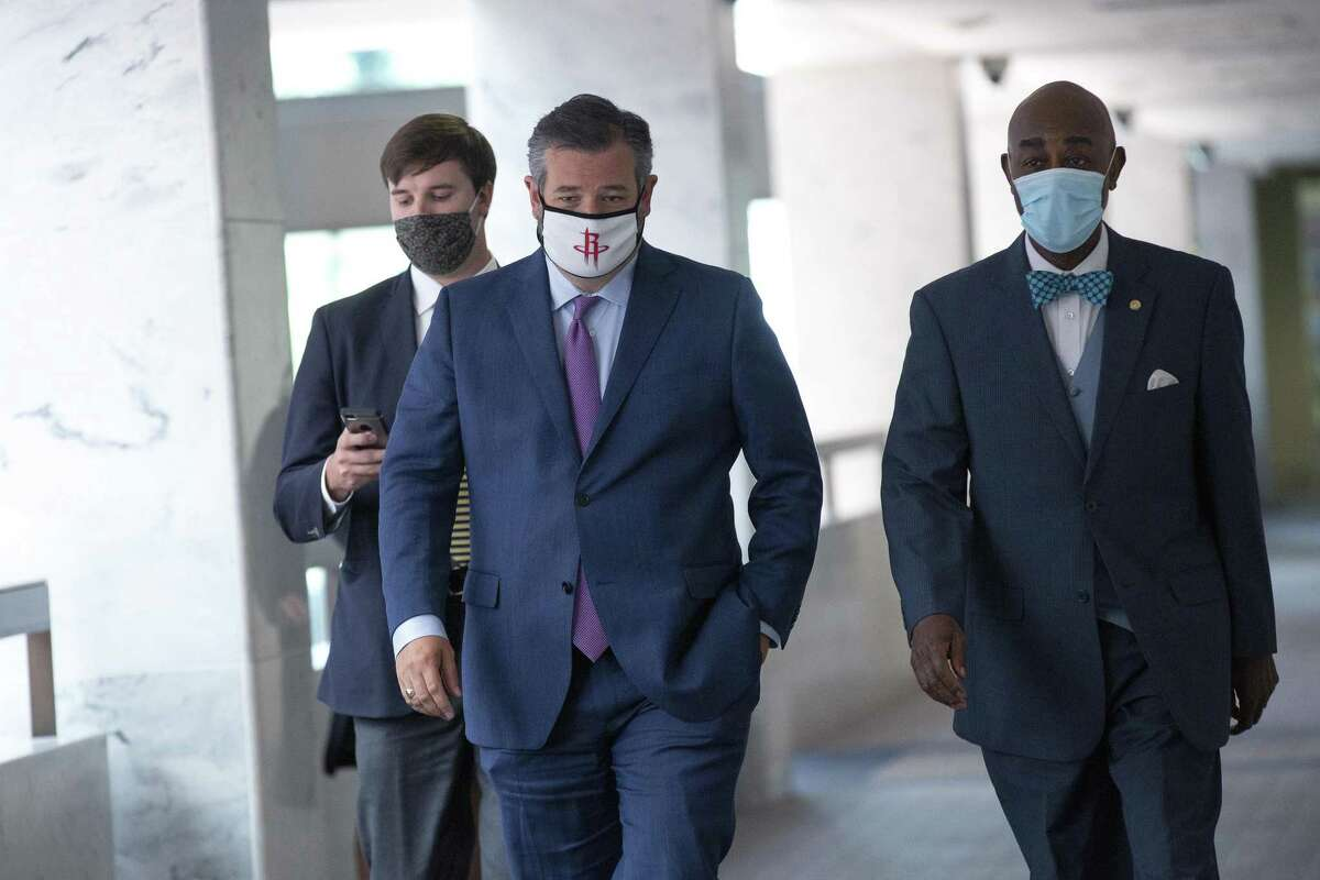 Senator Ted Cruz, a Republican from Texas, center, wears a protective mask while arriving to the Senate Republican policy luncheon on Capitol Hill in Washington, D.C., U.S., on Tuesday, July 28, 2020. Senate Majority Leader Mitch McConnell is taking the $1 trillion GOP virus relief package into negotiations with Democrats weighted down by a divided party and friction with the White House. Photographer: Stefani Reynolds/Bloomberg