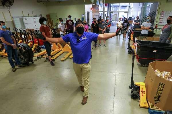 San Antonio Halloween Volunteer 2020 San Antonio Food Bank braces for potential new surge of hungry