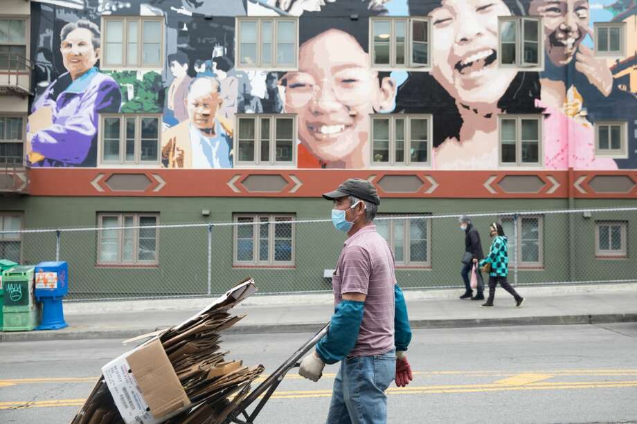 People wear masks to protect themselves from the COVID-19 coronavirus in San FranciscoÕs Chinatown neighborhood in San Francisco, Calif. on July 28, 2020. Photo: Douglas Zimmerman/SFGATE / SFGATE