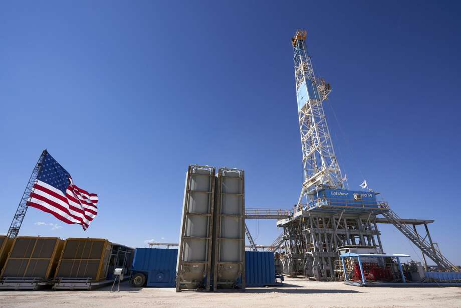 After more than 20 weeks of declines and 14 record lows, the U.S. rig count rose this week, according to oil field service company Baker Hughes. Photo: Cooper Neill/Bloomberg / © 2020 Bloomberg Finance LP