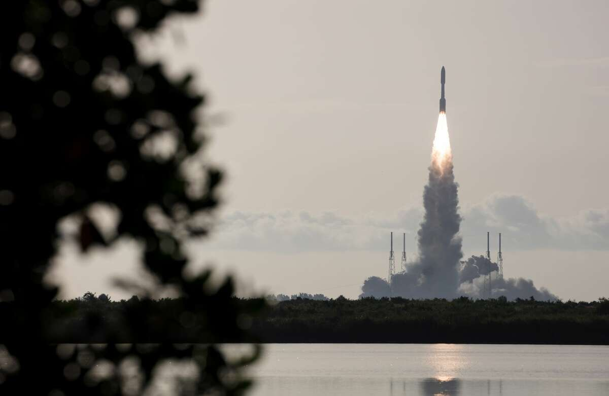 A United Launch Alliance Atlas V rocket with NASA's Mars 2020 Perseverance rover onboard launches from Space Launch Complex 41 at Cape Canaveral Air Force Station, Thursday, July 30, 2020.