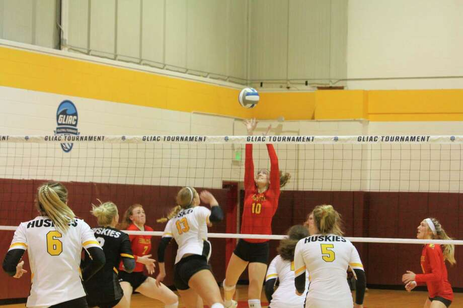 Kira Merkle (10) goes after the ball for Ferris during action last season. (Pioneer file photo)