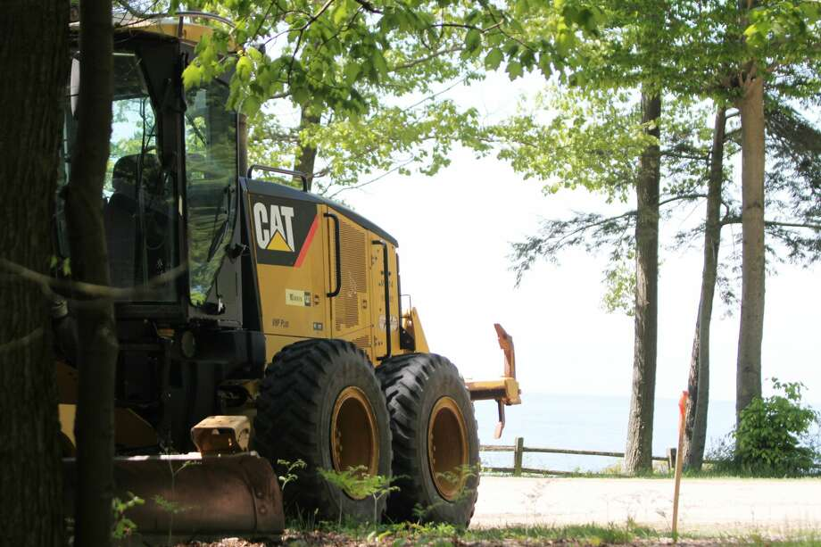 Construction equipment overlooks the high bluff area of Magoon Creek Park. Construction work is planned at the park through June. Photo: Dylan Savela/News Advocate
