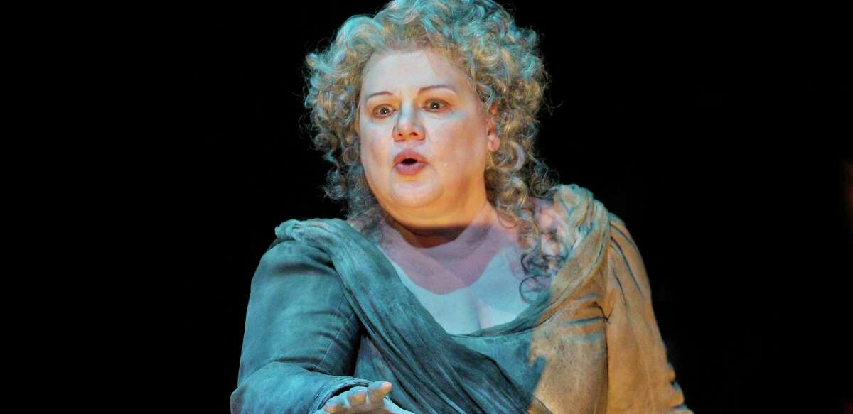Mezzo soprano Dolora Zajick is one of the classical music stars who will be teaching master classes online for VirtuMasterClass.