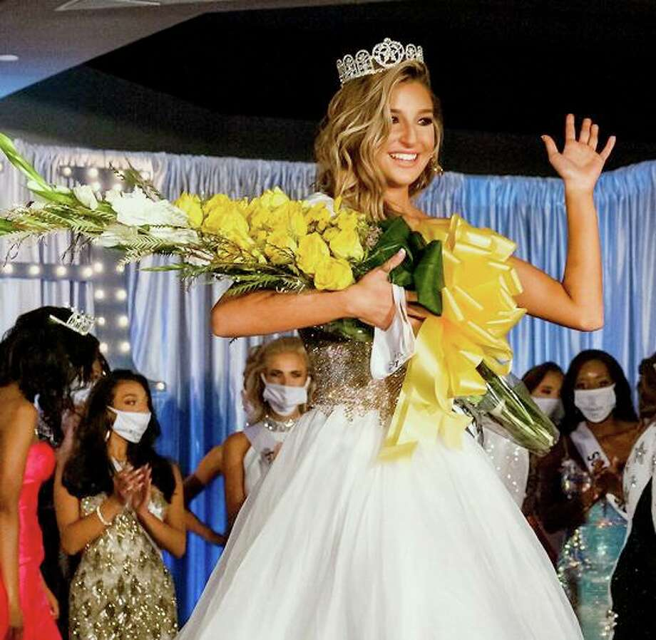 Meadow Minter, 15, avarsity cheerleader at Clear Falls High School recently won the title of 2020 Miss Kemah Teen. Shewill represent Kemah at the Miss Teen Texas USA pageant Nov. 27-29 in Houston. Photo: Faith Michele Photo