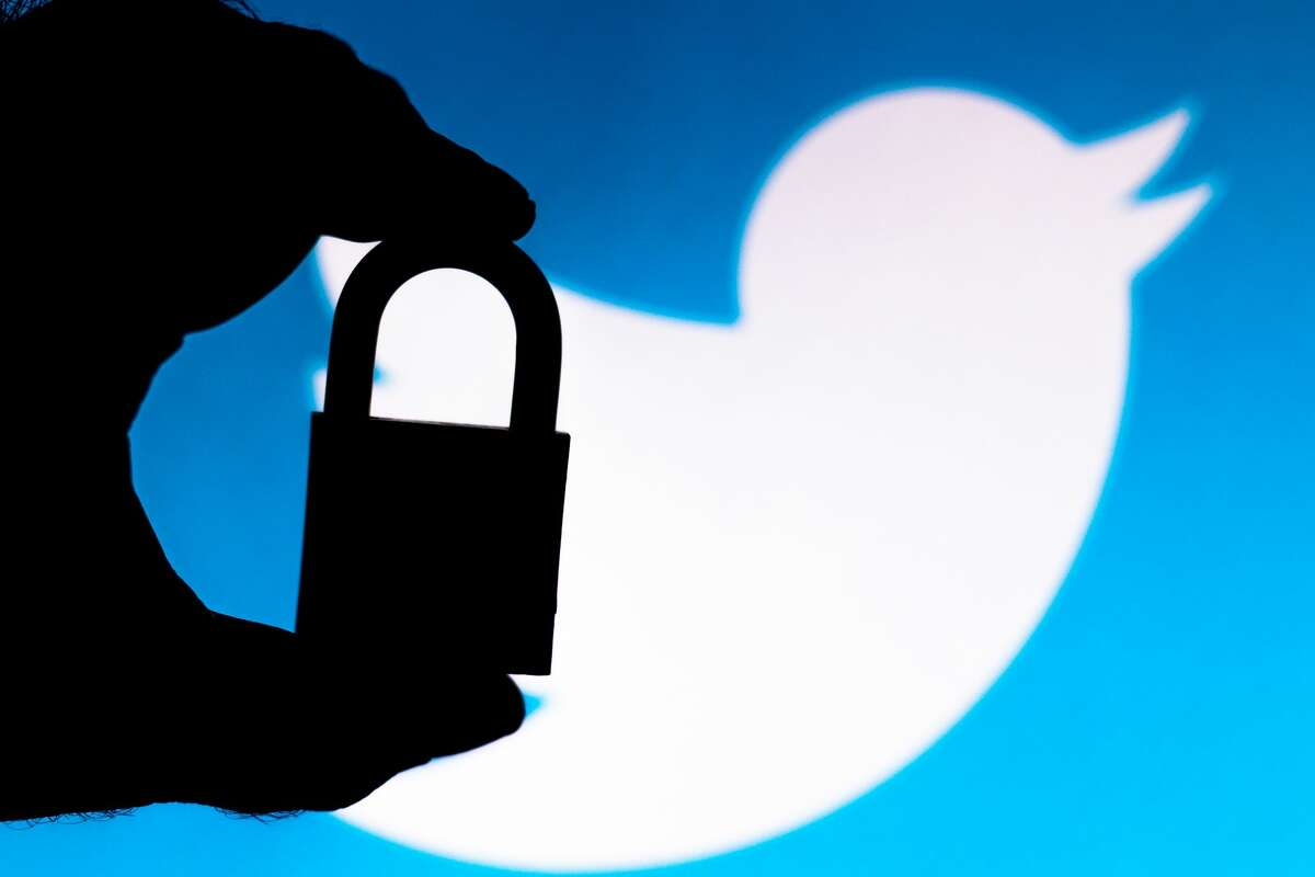 A Florida teenager was reportedly arrested early Friday morning in connection with a recent high-profile Twitter hack.
