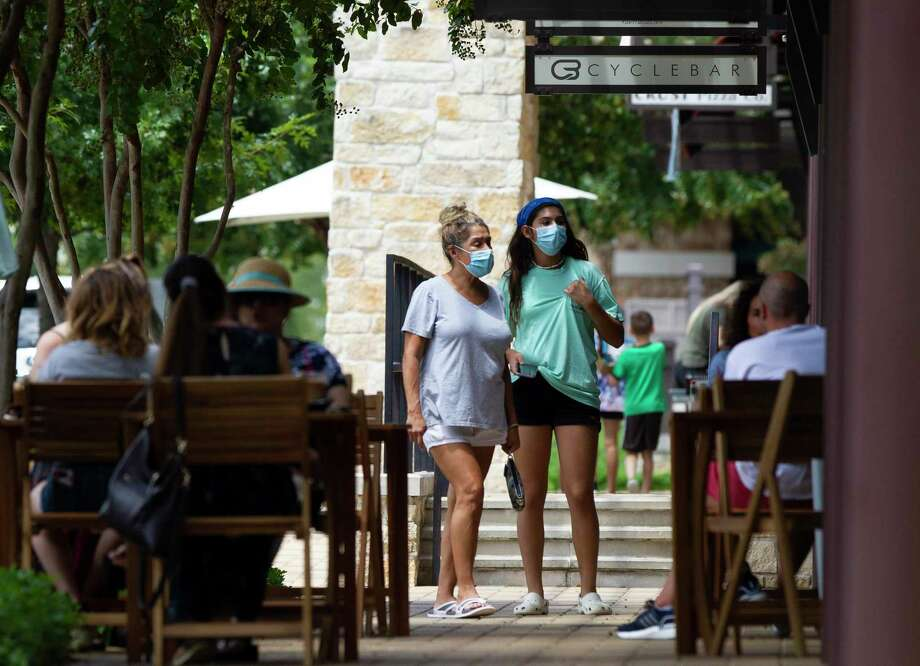 Women wear face masks as they shop at Creekside Park Village Green, Wednesday, July 29, 2020, in The Woodlands. Photo: Jason Fochtman, Houston Chronicle / Staff Photographer / 2020 © Houston Chronicle
