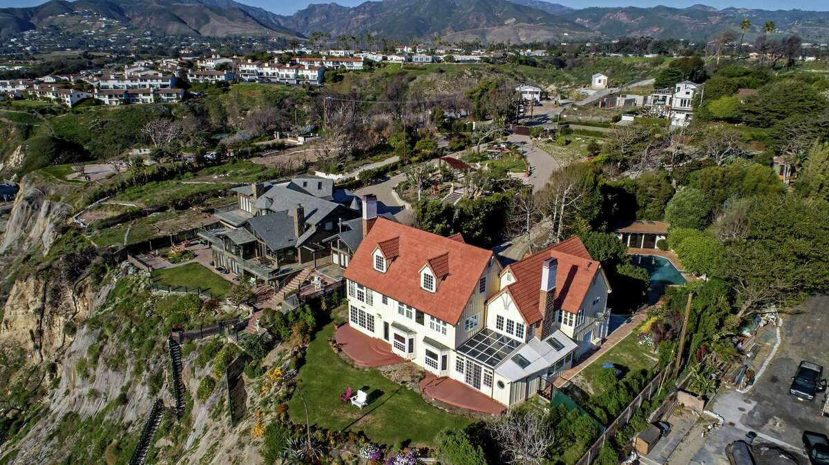 Oscar-winning actor Anthony Hopkins sold his blufftop home in Malibu, California, for $10.5 million, or $1 million shy of the asking price. The Cape Cod-style house in the Point Dume area sits on a bluff overlooking the ocean. (Nareg Frandjian/Open House Foto/TNS)