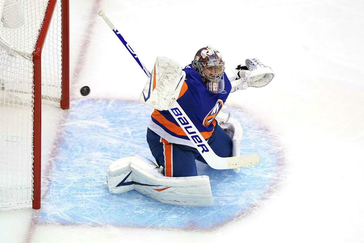 TORONTO, ONTARIO - AUGUST 01: Semyon Varlamov #40 of the New York Islanders tends goal against the Florida Panthers during the second period in Game One of the Eastern Conference Qualification Round prior to the 2020 NHL Stanley Cup Playoffs at Scotiabank Arena on August 1, 2020 in Toronto, Ontario, Canada. (Photo by Andre Ringuette/Freestyle Photo/Getty Images)