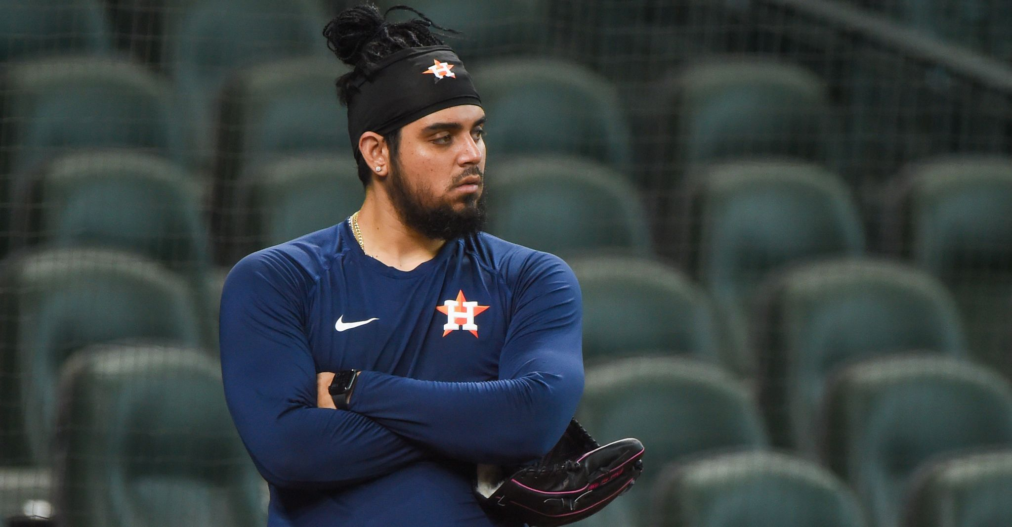 Astros place closer Roberto Osuna on outright waivers