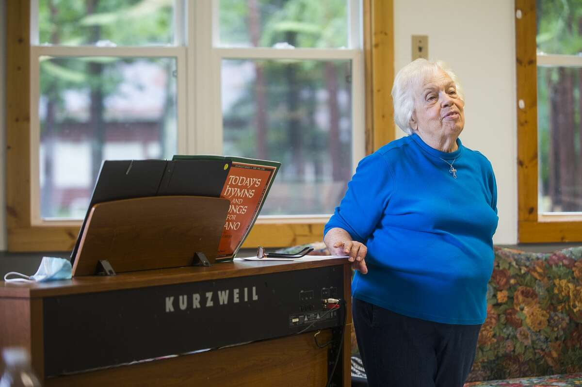 """Karen Provost, the pianist for Sanford Community of Christ Church, shares her recent """"joys"""" with the congregation during service Sunday, Aug. 2, 2020 at Community of Christ Campground, a temporary location while renovation continues on the church's main building in downtown Sanford. (Katy Kildee/kkildee@mdn.net)"""
