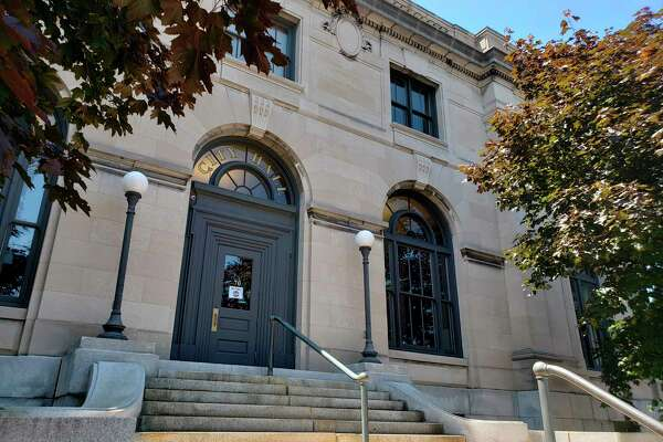 The Manistee City Council will consider a pair of amendment changes which if passed could extend deadlines for some local businesses. (MNA FILE PHOTO)