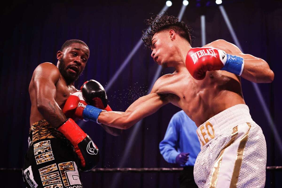 New Haven's Tramaine Williams, left, lost a title bout to Angelo Leo at Mohegan Sun Arena on Saturday night.