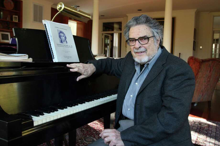 Leon Fleisher poses in his Baltimore home in 2007. Photo: Washington Post Photo By Susan Biddle / The Washington Post