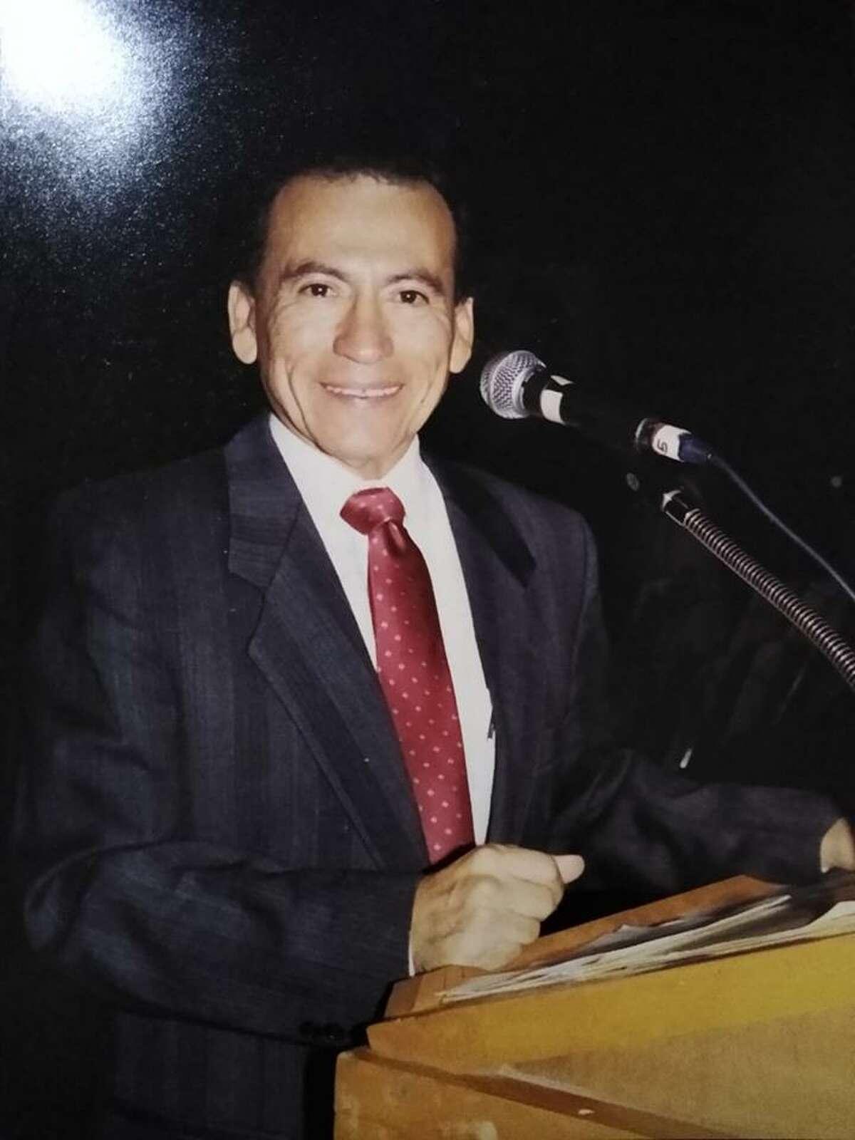 Roberto Gálvez Martínez, locutor de larga trayectoria de Nuevo Laredo, México, falleció el sábado 1 de agosto de 2020, a los 75 años.