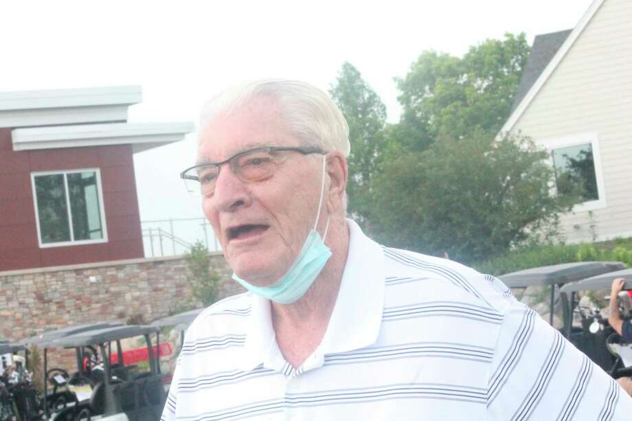 Roger Vander Laan, a 1958 Ferris graduate and former Bulldog basketball player talks to reporters at the recent basketball golf outing. (PIoneer photo/John Raffel)