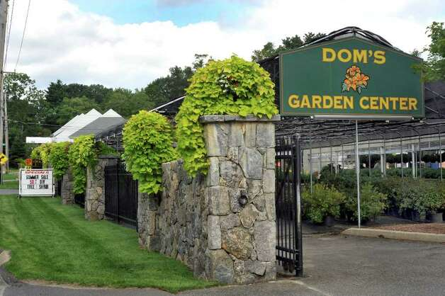 Domu0027s Garden Center Is A Large Busy Nursery On Route 37 In Danbury. Photo: