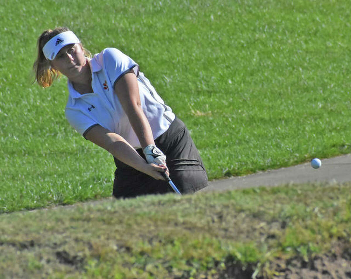 Edwardsville's Riley Burns hits a shot onto the No. 18 green at Far Oaks Golf Club during the Southwestern Conference Tournament.