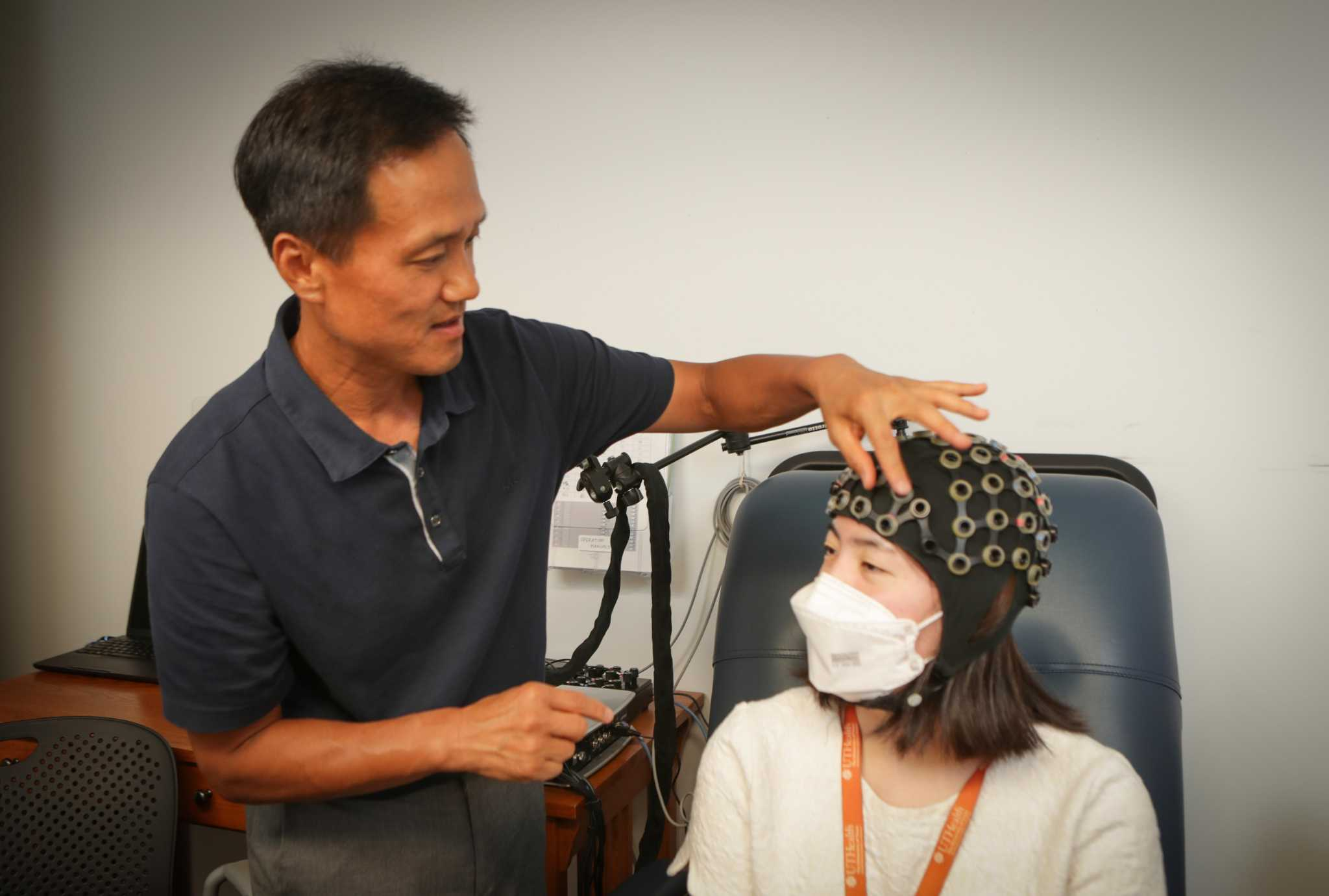 Could brain massage therapy be the key to pain reduction? One Houston doctor tests the theory.