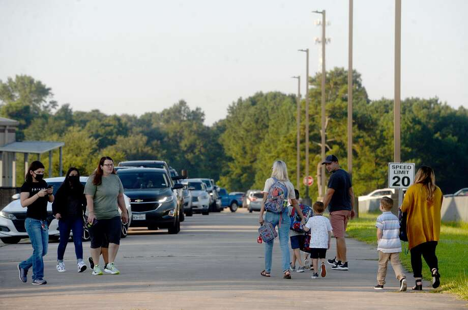 Families and students make their way to Bridge City Elementary Monday morning as students throughout the district head back to school. BCISD is the first district in the region to begin the 2020-21 school year. Photo taken Monday, August 3, 2020 Kim Brent/The Enterprise Photo: Kim Brent/The Enterprise