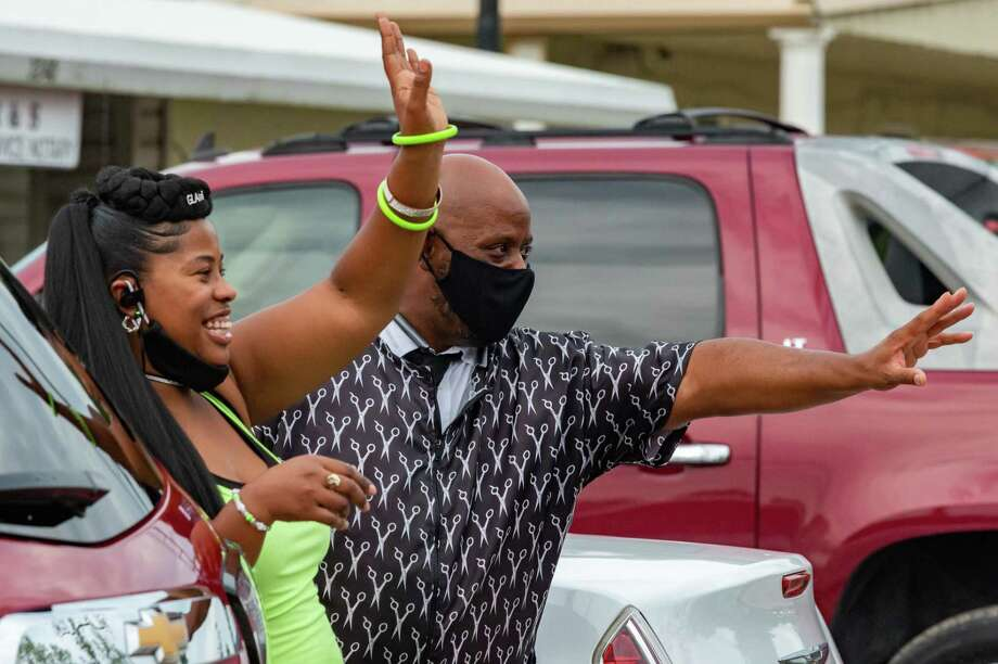 """Dawn Williams and Johnny Cooper wave to the vehicles driving up East Lucas Drive in the census parade. On Saturday, August 1, the U.S. Census Bureau, and the Beaumont NAACP hosted their first 2020 Census """"Get Out the Count"""" Car Parade. Photo made on August 1, 2020. Fran Ruchalski/The Enterprise Photo: Fran Ruchalski, The Enterprise / The Enterprise / © 2020 The Beaumont Enterprise"""