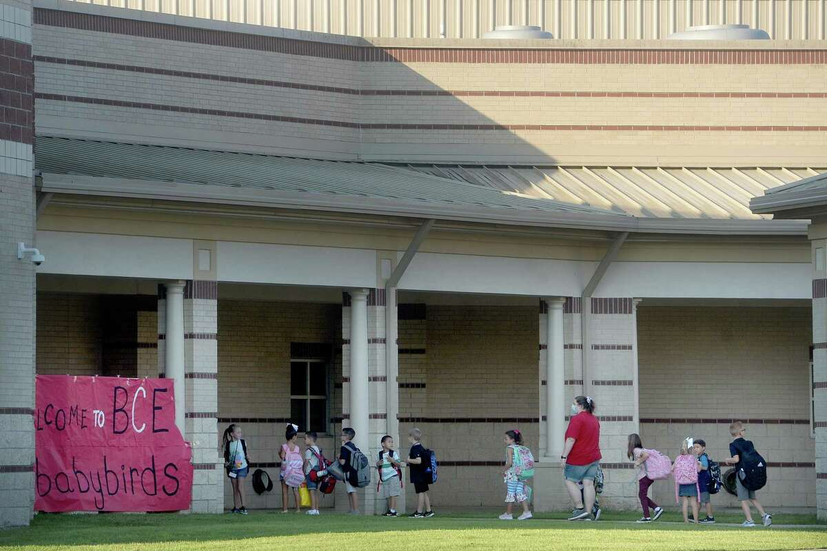 Families and students make their way to Bridge City Elementary Monday morning as students throughout the district head back to school. BCISD is the first district in the region to begin the 2020-21 school year. Photo taken Monday, August 3, 2020 Kim Brent/The Enterprise
