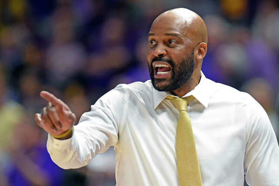 Missouri coach Cuonzo Martin gives instructions to his players in a college men's basketball game Feb. 11 in Baton Rouge, La. Photo: Associated Press