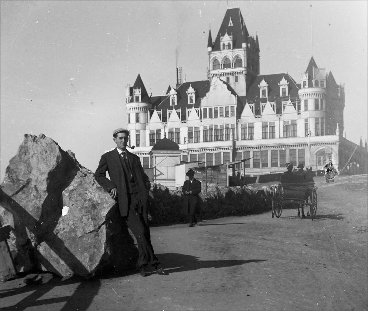 A man stands in front of the Cliff House in 1907.