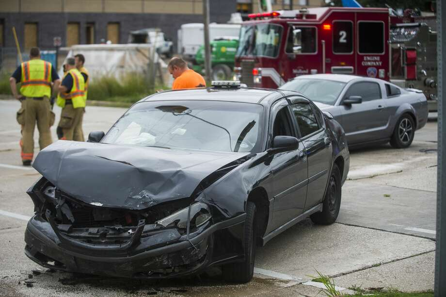 Midland firefighters and police secure the scene of a collision involving three vehicles at the intersection of Cronkright and Buttles Tuesday, Aug. 4, 2020 in Midland. (Katy Kildee/kkildee@mdn.net) Photo: (Katy Kildee/kkildee@mdn.net)