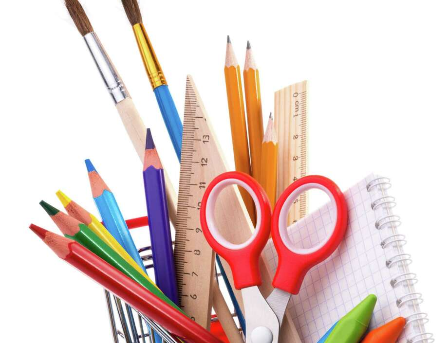 School supplies: assorted crayons, paintbrushes, pencils, pastels, rulers and notebook in a shopping cart, isolated on white background Photo: Sergey Skleznev, Freelance Photographer / Sergey Skleznev - Fotolia / Sergey Skleznev - Fotolia
