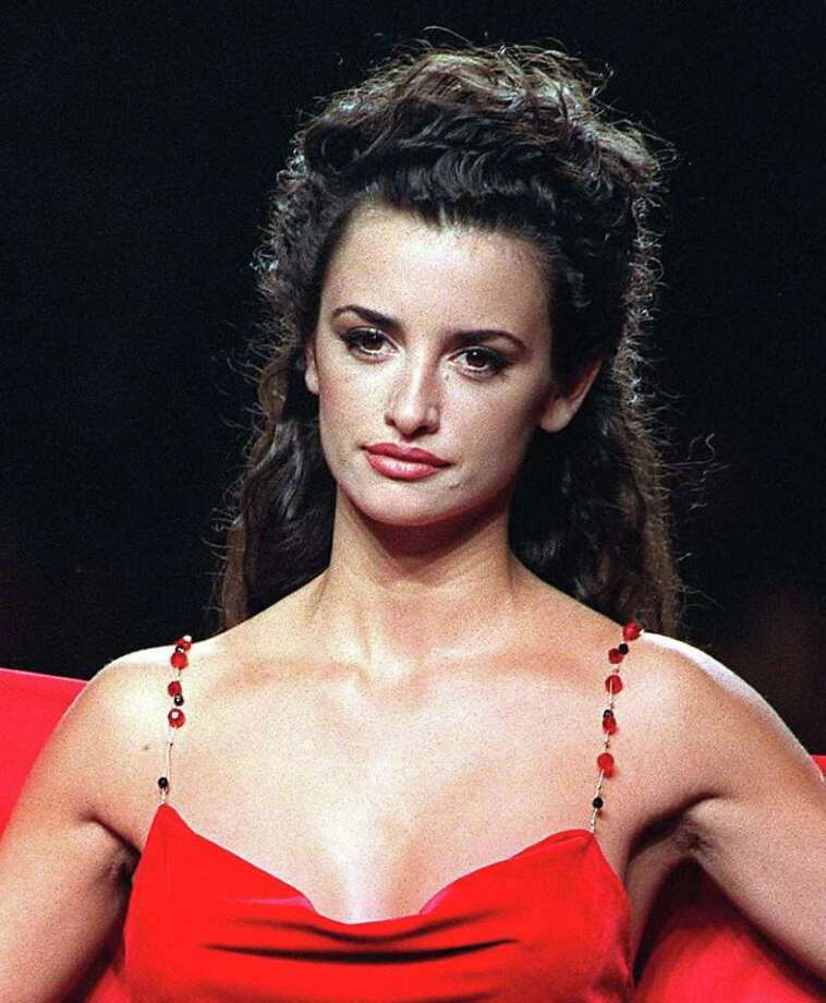 Penelope Cruz, Feb. 12, 1998, age 23. Photo: File Photo, Getty Images / 2010 Getty Images