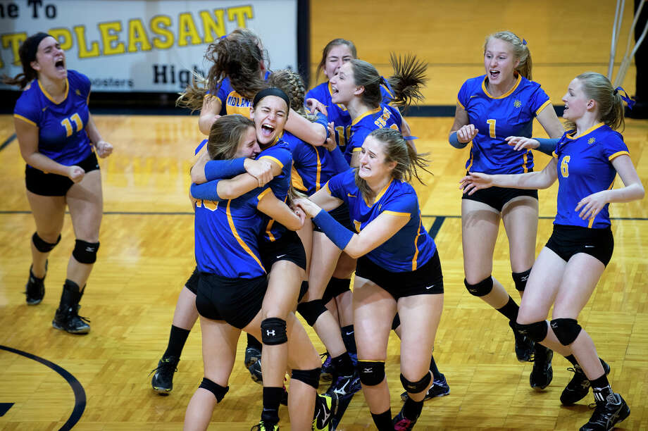 Midland High's volleyball team celebrates its Class A regional championship over Davison on Nov. 10, 2016 at Mount Pleasant High School. Photo: Daily News File Photo / Midland Daily News