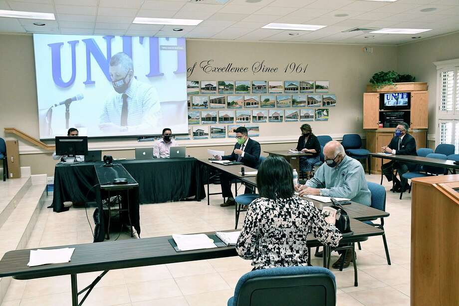 United ISD Superintendent Roberto J. Santos, administrators and staff participated in a special called meeting at the UISD Boardroom, Tuesday, August 4, 2020. Photo: Cuate Santos / Laredo Morning Times / Laredo Morning Times