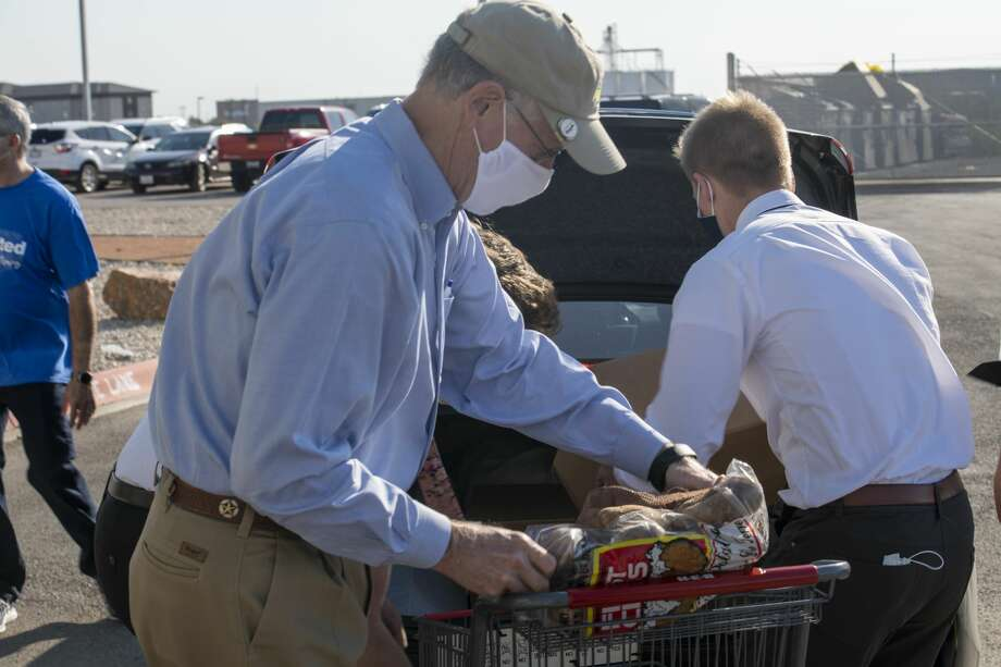Congressman Mike Conaway (R-Midland) helps distribute food boxes Wednesday, Aug. 5, 2020 at the West Texas Food Bank in Odessa. Jacy Lewis/Reporter-Telegram Photo: Jacy Lewis/Reporter-Telegram / MRT