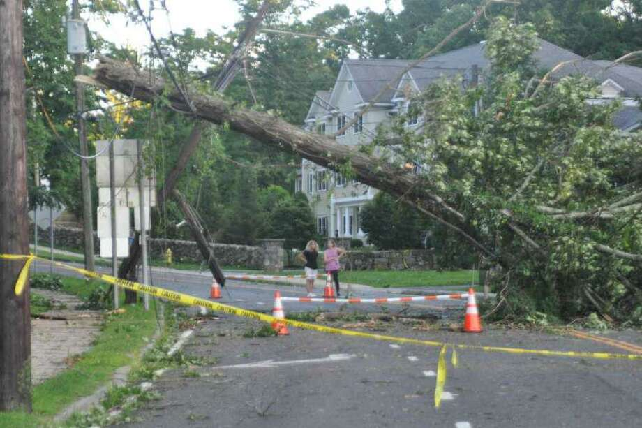 A tree down on Main Street in Ridgefield, Conn., after tropical storm Isaias on Tuesday, Aug. 4, 2020. Photo: Macklin Reid / Hearst Connecticut Media