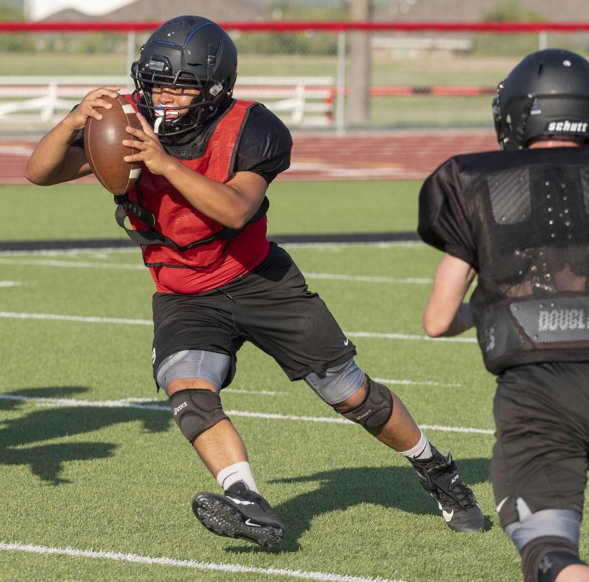 Garden City quarterback Nick Lara and other football players run drills 8/06/2020. Tim Fischer/Reporter-Telegram