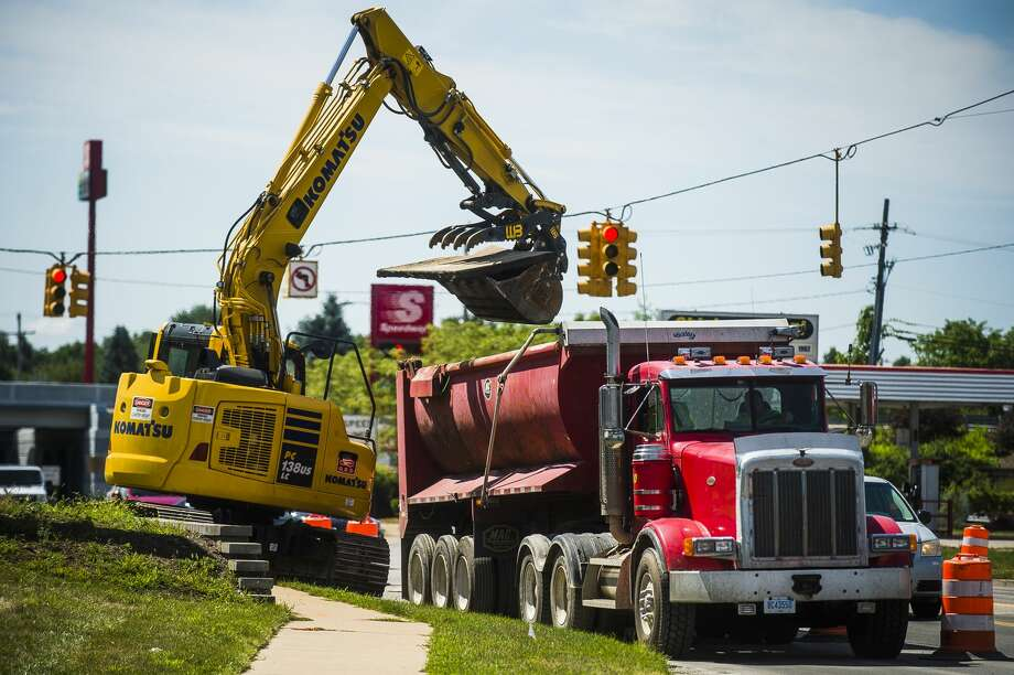 One lane of northbound traffic is blocked off as construction is underway along Eastman Avenue Thursday, Aug. 6, 2020 in Midland. (Katy Kildee/kkildee@mdn.net) Photo: (Katy Kildee/kkildee@mdn.net)