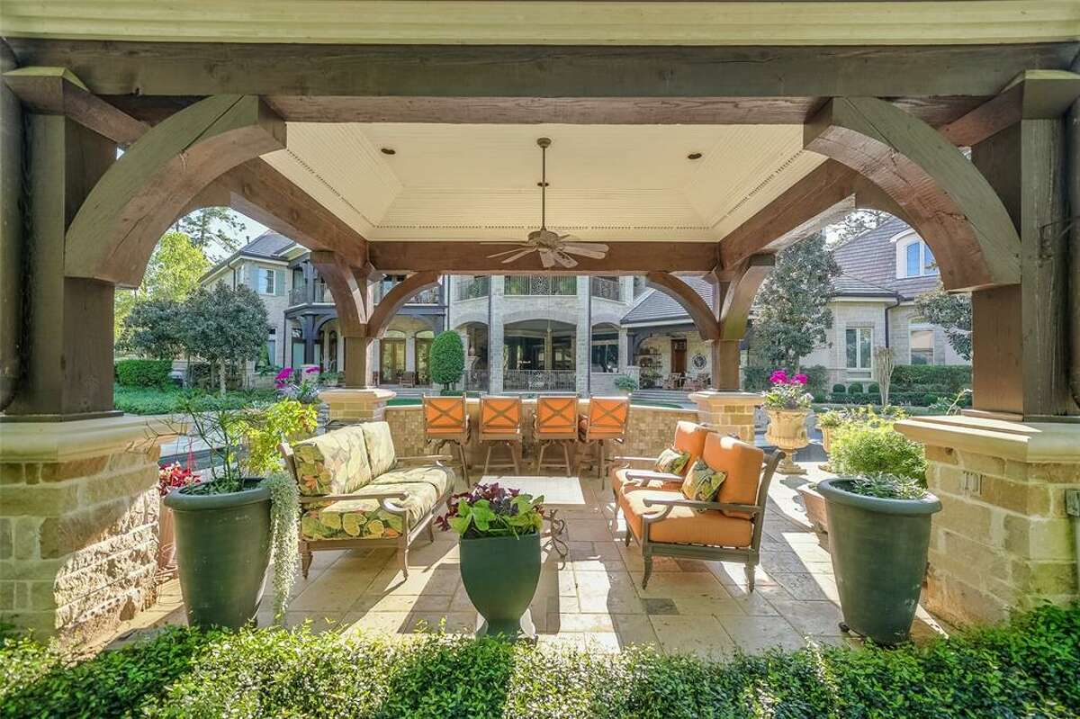 51 Grand Regency Circle in The Woodlands: One of several outdoor lounges.