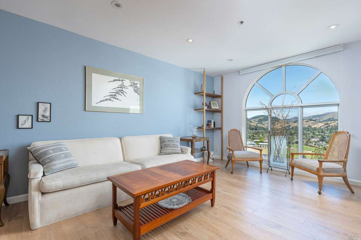 15 Ellie Drive. Santa Rosa, CA PRICE: $70,000 DESCRIPTION: A place to call home! This manufactured home built in 1998 resides in a Senior Community 55+ & invites the quintessential Wine country lifestyle. With just a short drive North, West or East, you have access to all the perks of Sonoma County. From hiking trails, plenty of restaurant options & all the experiences that people travel from all over to try. This 2 bedroom single story mobile home has a carport, laundry, porch with enclosed space for extra living space or bonus storage & a large open kitchen. With some light deferred maintenance, this home suits anyone ready to enjoy Sonoma County & everything it has to offer. SIZE: 896 square feet BEDROOMS: 2 MLS ID: 22028283 AGENT: Kristi Taylor BROKERAGE: Coldwell Banker Realty Photos and listing copyright 2020 by Coldwell Banker Realty and associated MLS.