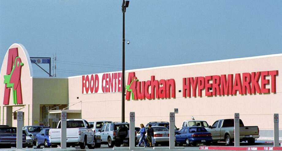 Folks in Alief thought they were really doing something when they got some French wine or cheese from Auchan Hypermarket off the Beltway. Photo: Steve Ueckert, Houston Chronicle / Houston Chronicle