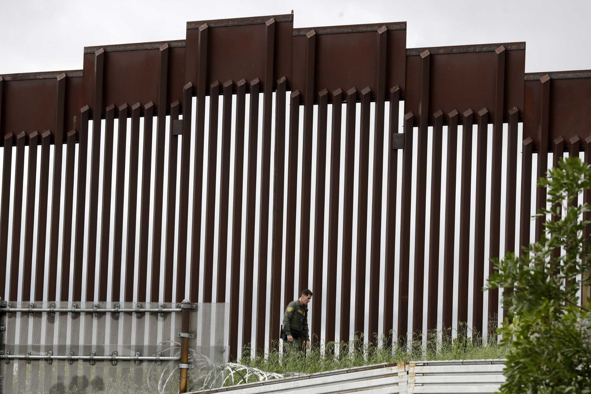 Border wall: Hundreds of miles funded, 5 new miles built