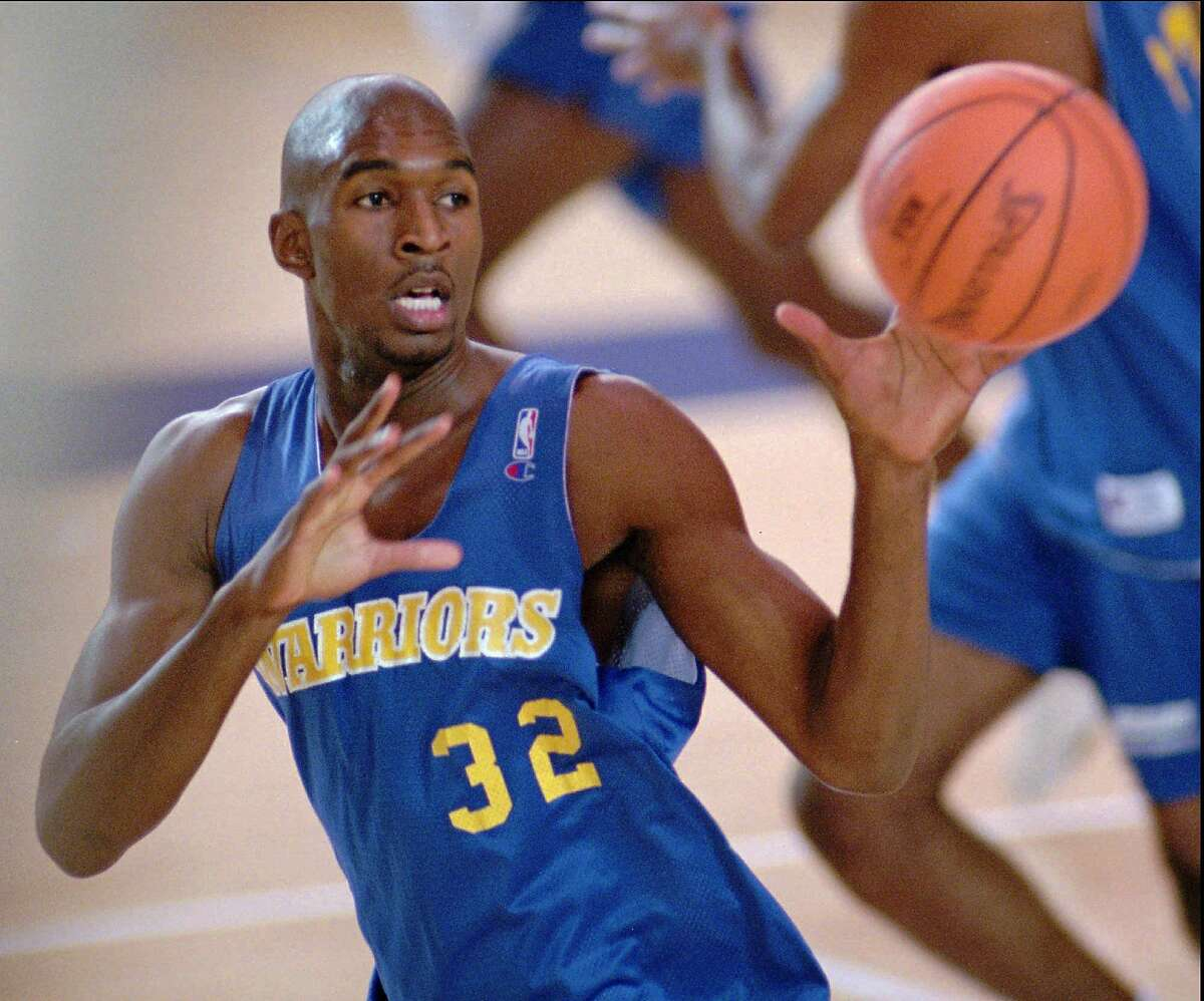 Golden State Warriors' 1995 first round draft pick Joe Smith passes the ball during the mini-camp Wednesday, Oct. 4, 1995, at St. Mary's College in Moraga, Calif. Smith signed his first pro contact Wednesday for more than $8 million for three years. (AP Photo/Andy Kuno)