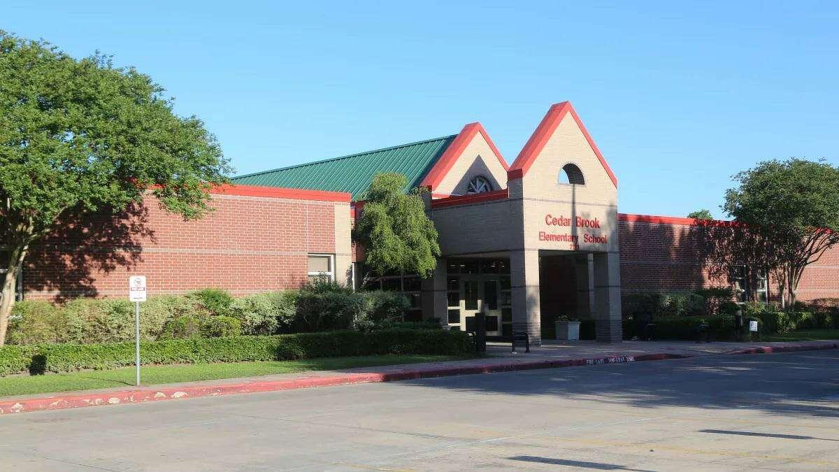 Cedar Brook Elementary School in Spring Branch ISD is located at2121 Ojeman Road in Houston.