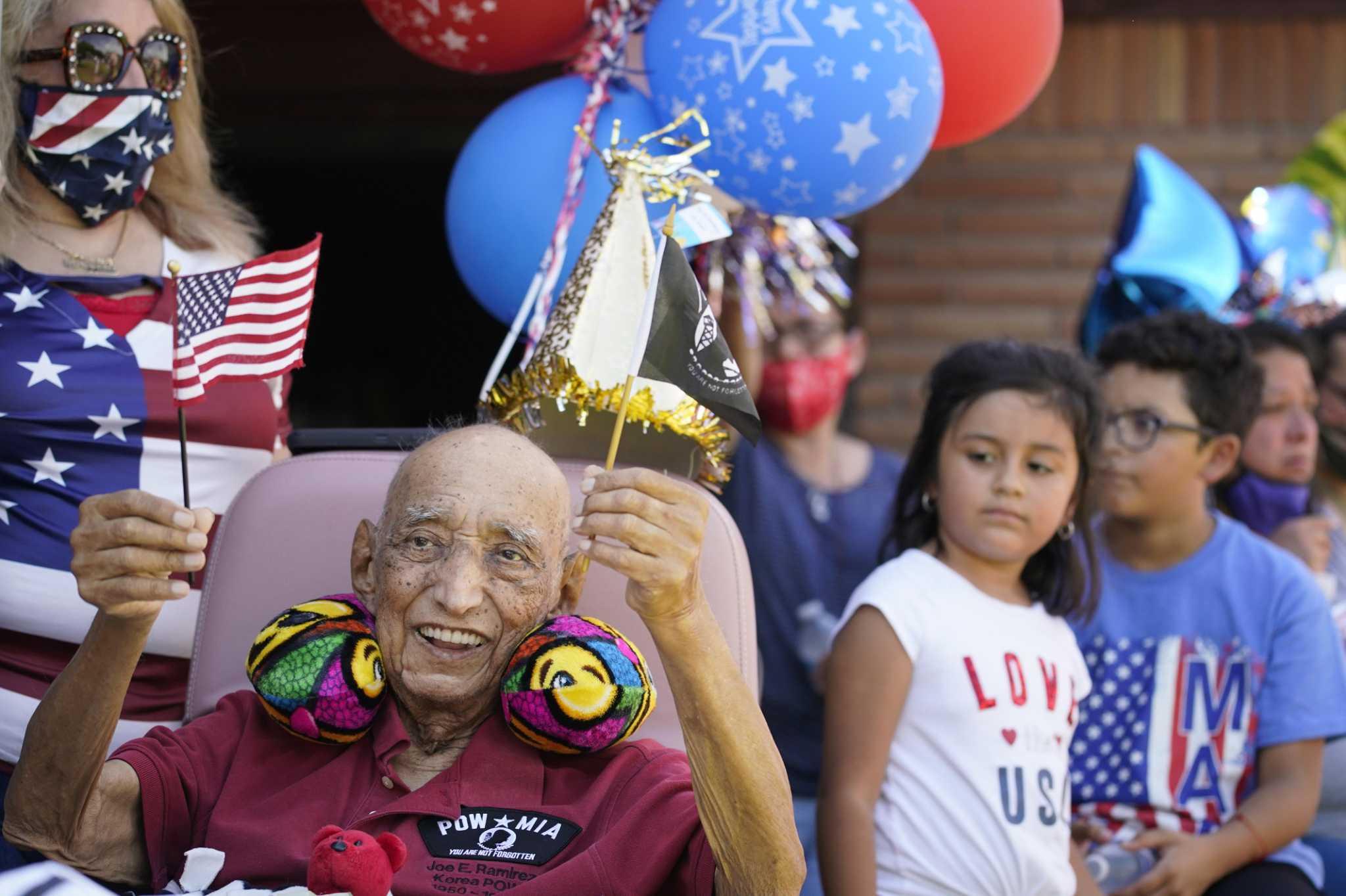 Hundreds salute Korean War veteran's birthday with Houston car parade