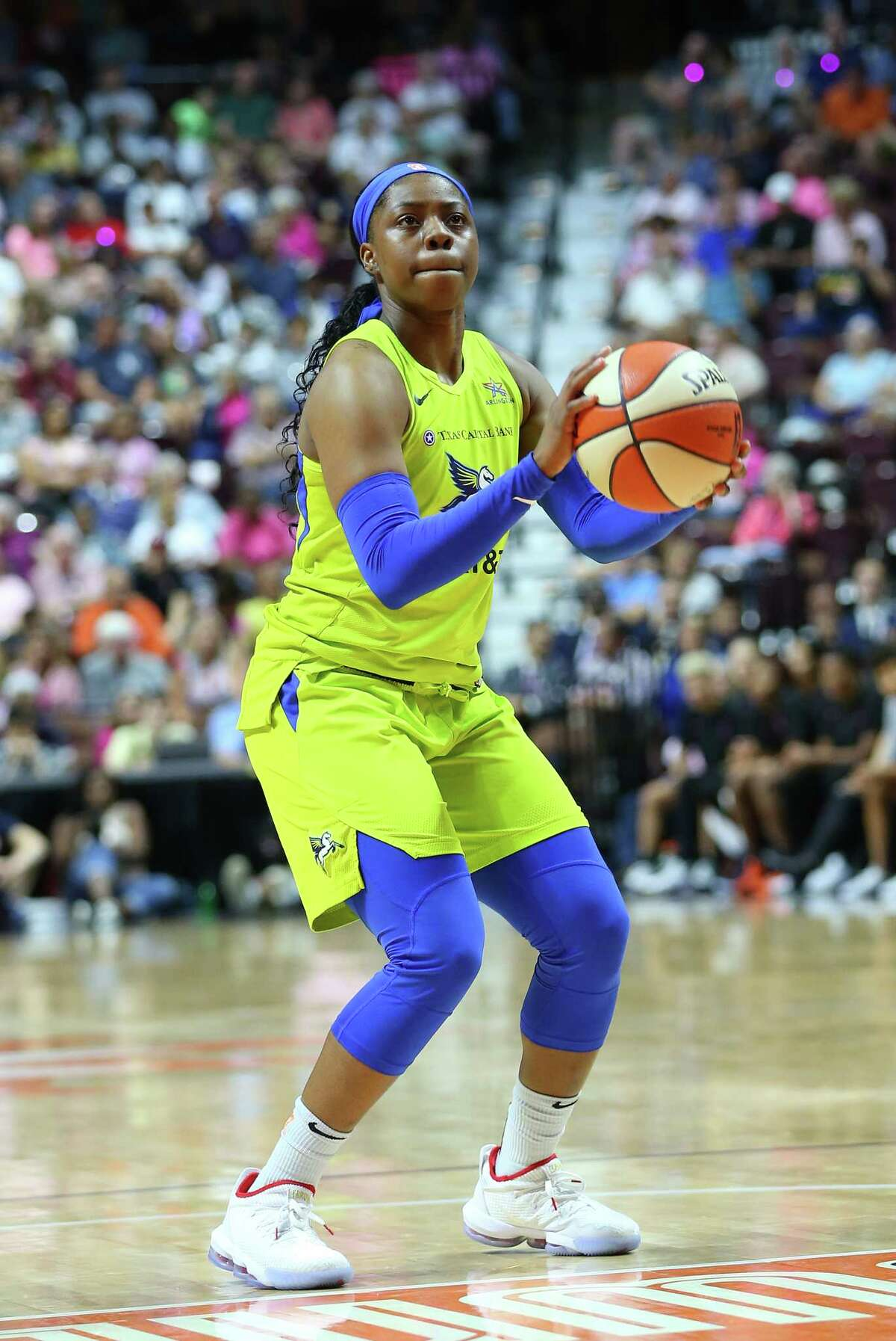 UNCASVILLE, CT - AUGUST 18: Dallas Wings guard Arike Ogunbowale (24) attempt free throws during a WNBA game between Dallas Wings and Connecticut Sun on August 18, 2019, at Mohegan Sun Arena in Uncasville, CT. (Photo by M. Anthony Nesmith/Icon Sportswire via Getty Images)