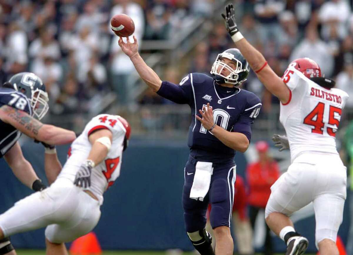 UConn quarterback Zach Frazer passes the ball against Rutgers at Rentschler Field last season.