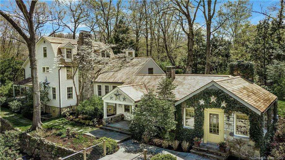 901 Ridgefield Road: Barry and Leslie Hines to Kristofer and Molly Kwait, $1,750,000. Photo: Contributed Photo