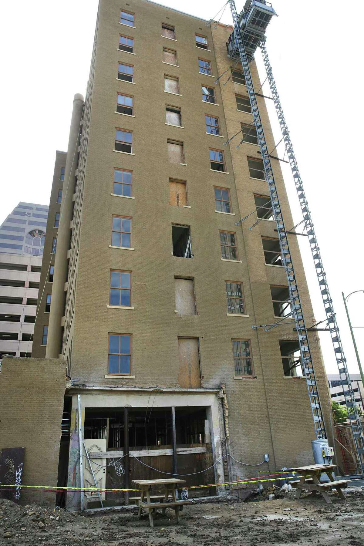 San Antonio developer Craig Glendenning is renovating the downtown building to include apartments.